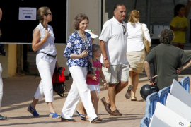 Doña Sofía entregó los diplomas del curso de vela en Calanova