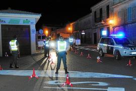 Un gran dispositivo policial evita incidentes en un botellón con más de 4.000 jóvenes en Llubí