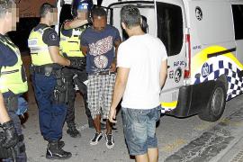 Detenido un tiquetero de una discoteca acusado de traficar con droga en Palma
