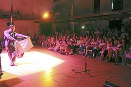 El trapecista Anthony Venisse abre un fin de semana de circo y teatro en Sineu