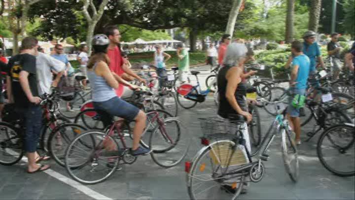 Protesta contra el desmantelamiento del carril bici de Avingudes