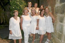 Fiesta de blanco organizada por la Casa de Andalucía