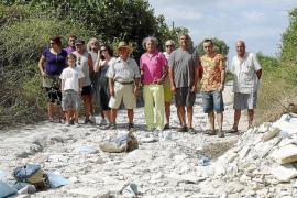 Ecologistas denuncian un vertido de escombros que daña un camino protegido en Marratxí