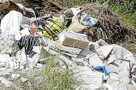 Abocament d'enderrocs al camí de sa Bomba de Marratxí