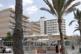 Hoteleros de la Platja de Palma no abonan nóminas por los impagos de touroperadores