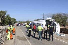 Diecisiete heridos al volcar el bus en el que viajaban en  la carretera de Porto Cristo a s'Illot