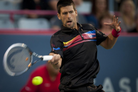 Djokovic logró su triunfo 51 al ganar a Monfils y jugará las semifinales