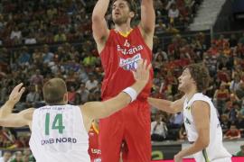 La selección española gana sin enseñar sus cartas