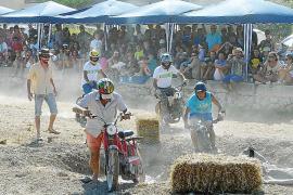 El 'ensierro' y la 'Festa Pagesa' llenan Son Macià de humor y tradición