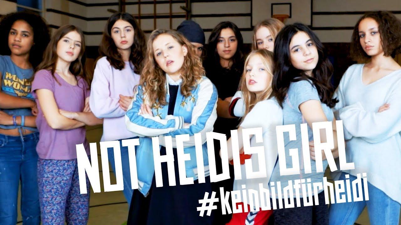 Unas jóvenes alemanas triunfan en la red al proclamar que no son «chicas de Heidi»
