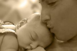 Nuria Fergó presenta  en Facebook y Twitter a su hija Martina