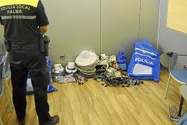 La policía constata que los vendedores  ilegales de la Plaça Major están organizados