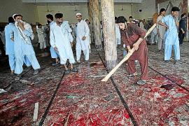 Un suicida mata a más de 45 fieles en una mezquita paquistaní en pleno Ramadán