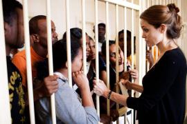 Jolie viaja con sus hijos a Croacia y pide al presidente que desmine el país