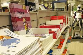 Las editoriales cambian los libros de texto y complican el proceso de reutilización