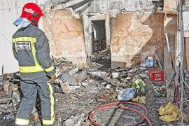 Un incendio destroza una vivienda de dos plantas en Campos y afecta a otra