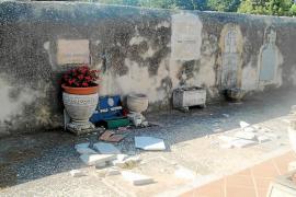 Rompen 15 lápidas del cementerio durante la celebración de la Nit Jove