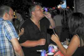 Salut Pública inmoviliza los dispensadores de chupitos de alcohol inhalados 'oxy shots'