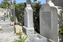 Los vecinos de Consell recogen firmas para que se cierre el cementerio por las noches