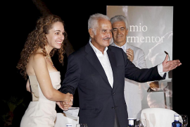 El escritor Carlos Fuentes recibe el  Premio Formentor de las Letras