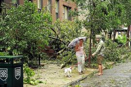 El huracán 'Irene' se convierte en tormenta tropical tras causar 14 muertos