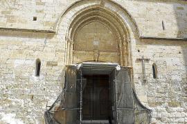 La parroquia moviliza a los 'sineuers' para restaurar la fachada de la iglesia