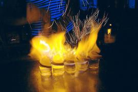 Detenido un camarero tras quemar a dos clientes con un chupito ardiendo en Palma