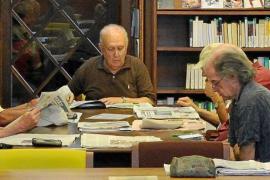 Residentes y turistas impiden que las bibliotecas de la Isla cojan vacaciones