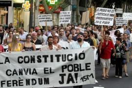 Medio millar de personas se manifiestan contra la reforma de la Constitución