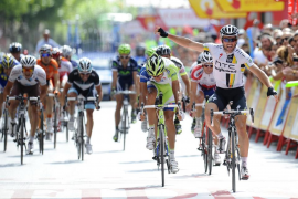El suizo Albasini gana la etapa, Wiggins mantiene el liderato
