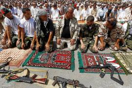 Los rebeldes libios reciben el apoyo de Europa tras prometer democracia