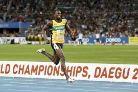 Usain Bolt avasalla en 200 y recupera su mejor imagen