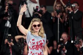 Madonna se gana a su  suegra a golpe de talonario