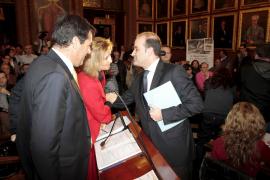 Calvo pierde el control del pleno al sumarse UM a las propuestas del PP