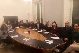Miembros de 'Ningún Niño Sin Terapia' exponen sus reivindicaciones a José Ramón Bauzá