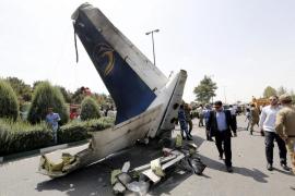 Un avión se estrella en Irán y fallecen sus 66 ocupantes