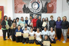 30 mujeres participan en un curso de autodefensa contra maltratadores en Palma