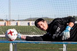Santiago Fernández: «Todo el mundo que ha jugado al fútbol con un uruguayo quiere tenerlo en su equipo y nunca en contra»