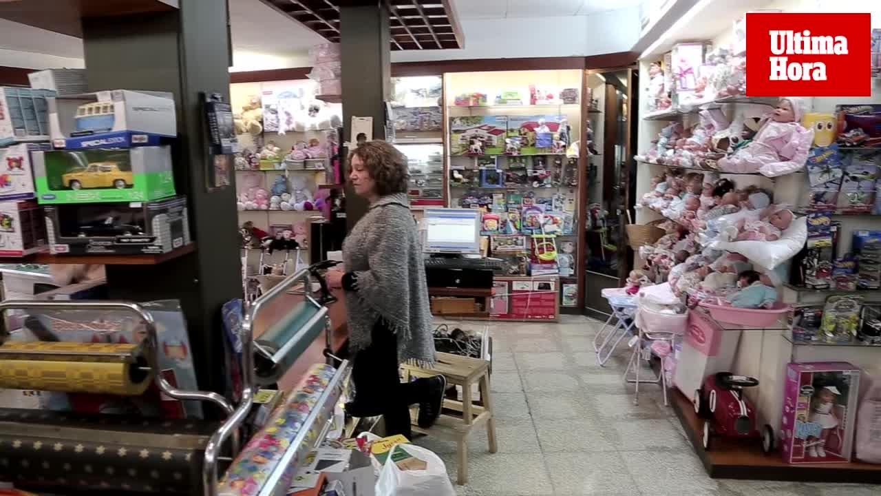 Concepción Aguiló, de la juguetería La Industrial: «El pequeño comercio está sentenciado, va a desaparecer»