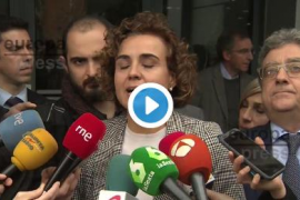 La ministra de Sanidad afirma que «no se puede tratar el castellano como si fuera una lengua extranjera»