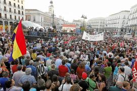 Miles de personas piden un referéndum contra la reforma constitucional