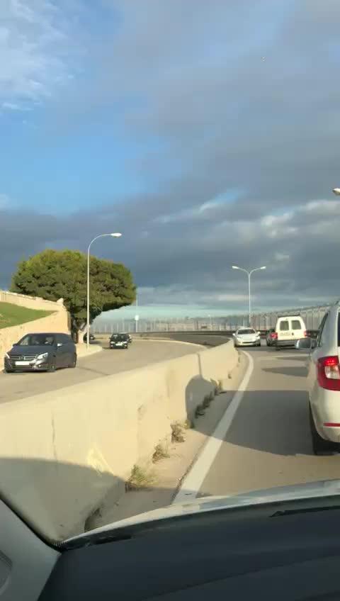Taxi en dirección contraria a la altura de Porto Pi