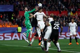 El Sevilla y el United empatan a cero y dejan el pase para Old Trafford