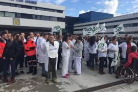 Más de un centenar de sanitarios protestan en Ibiza por el decreto del catalán