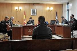 Piden 12 años de cárcel para un oficial de la policía de Sant Llorenç por coacciones