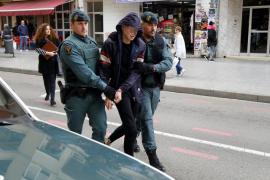 Dos menores detenidos huyen al reducir a los policías que los llevaban a Es Pinaret