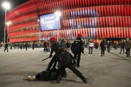 Detenidas cinco personas y varios heridos en los incidentes en las inmediaciones de San Mamés