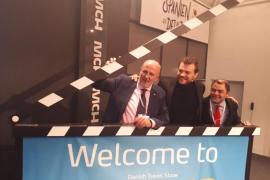 Pilou Asbæk sorprende al público danés con una promoción muy personal de Mallorca