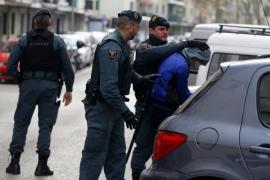 Los dos detenidos que se fugaron de la policía en Palma huyeron esposados