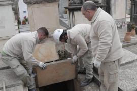 La Funeraria empieza a exhumar los restos de las tumbas que va a eliminar